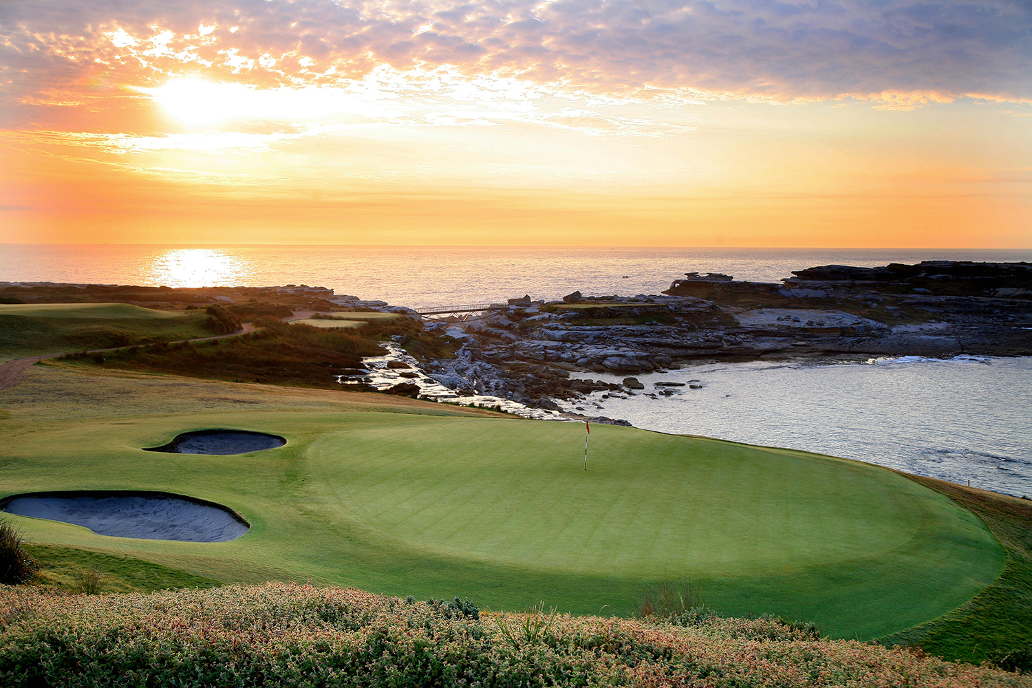 Everyone's favourite course in Sydney, ranked fourth in the Australian Golf Digest Top100, New South Wales Golf Club is perched above the crashing surf of the Pacific Ocean at La Perouse.
